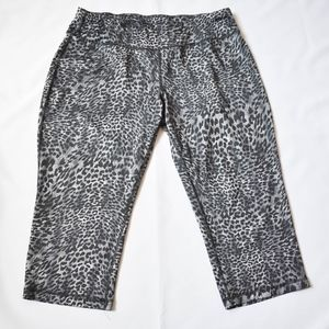 Ladie's Leopard Print Activewear Capris